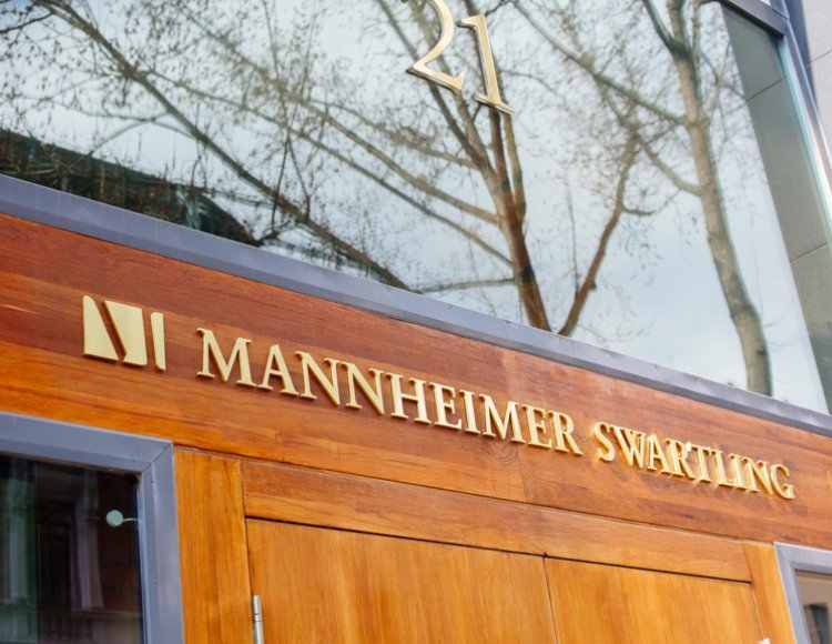 Bild på Mannheimer Swartlings logga utomhus.
