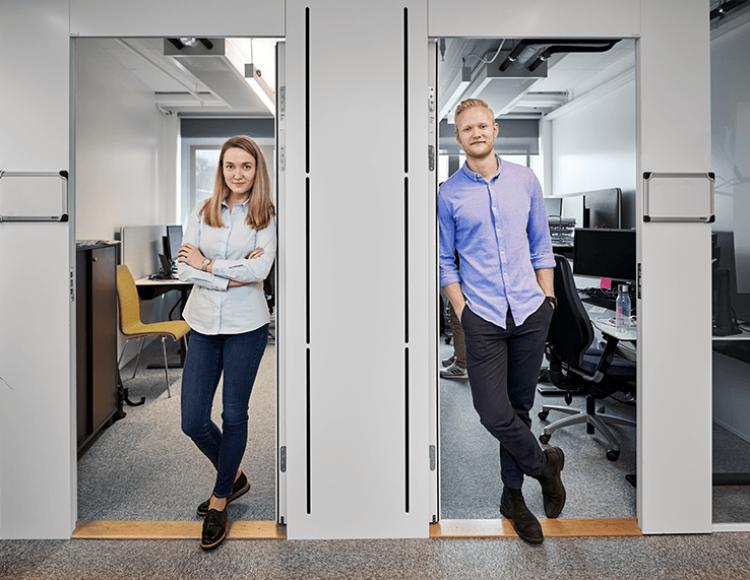 Olga Borfileva och Erik Nilsson har båda en masterutbildning i hållbar samhällsplanering och stadsutformning från KTH och jobbar som trafikplanerare på COWI.